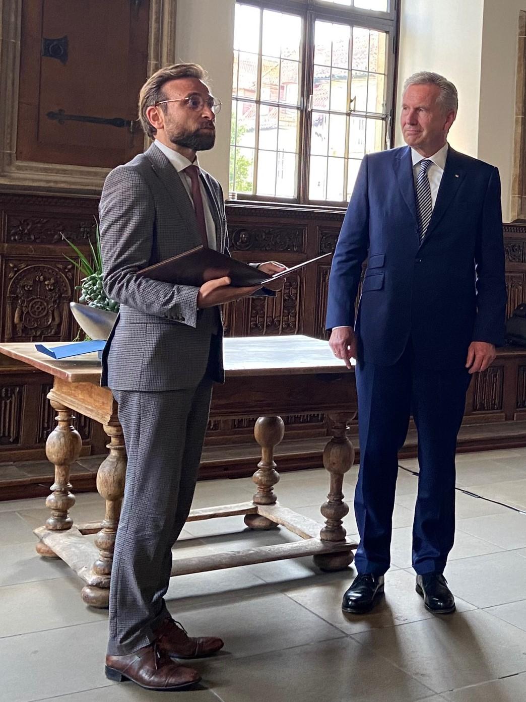 Avicenna-Vorstandsvorsitzender Prof. Dr. Bülent Ucar bei der Übergabe des Avicenna-Preises