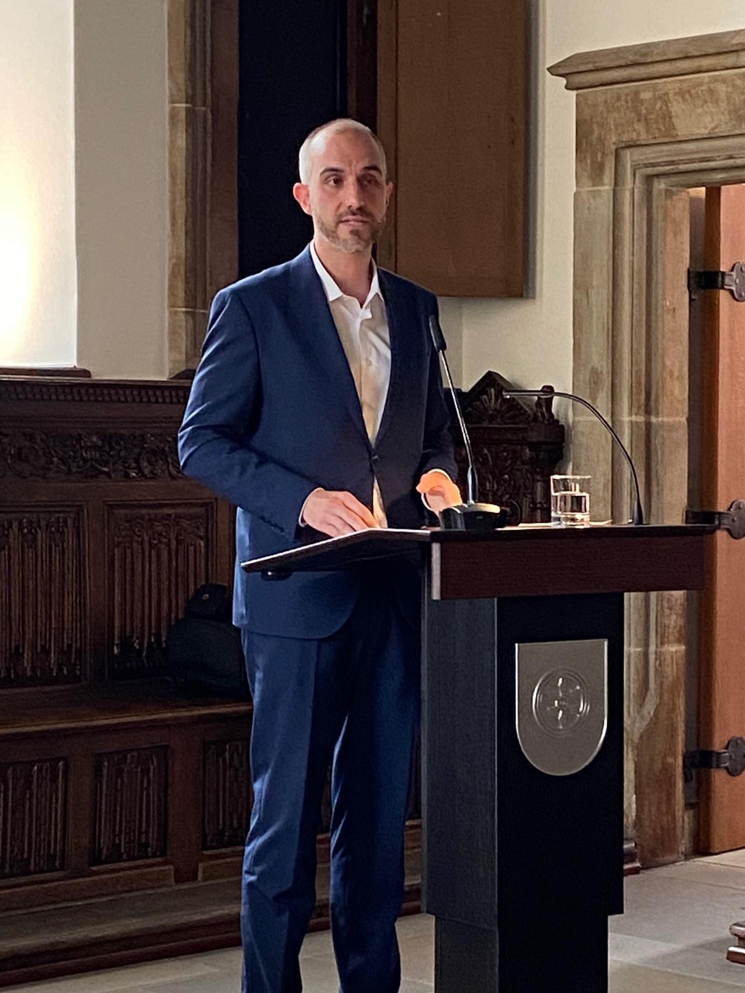 Oberbürgermeister Hannover Belit Onay am Rednerpult